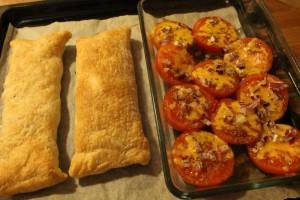 Butterdejspakker med bagte tomater